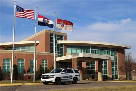 Sở cảnh sátSt Charles đã bắt giữ ba nghi phạm trong vụ việc.