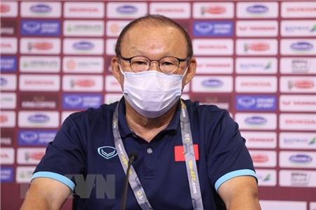 Huấn luyện viên Park Hang-seo tại cuộc họp báo. (Ảnh: Hoàng Linh/TTXVN)