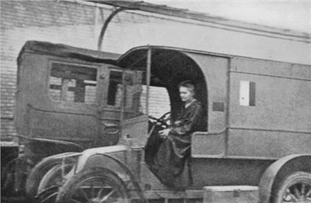 Ngôi mộ kỳ lạ của Marie Curie: Quan tài được lót lớp chì dày 2cm, bất kỳ ai đến thăm cũng phải mặc đồ bảo hộ 2