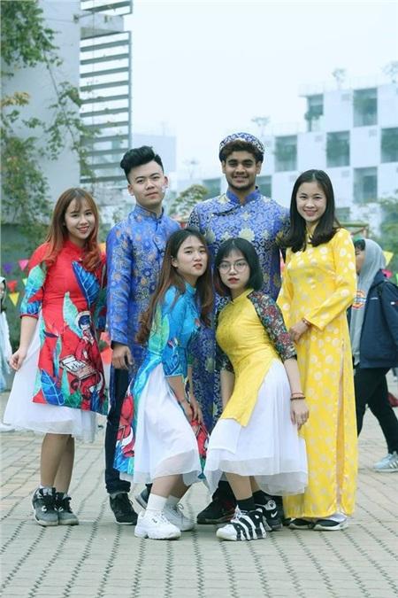 Nhiều sinh viên quốc tế theo học tại Việt Nam ở lại ăn Tết cổ truyền