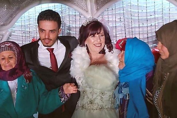 Hôn lễ của cặp đôi có sự tham gia của 100 người bao gồm người thân và bạn bè của Bayram.
