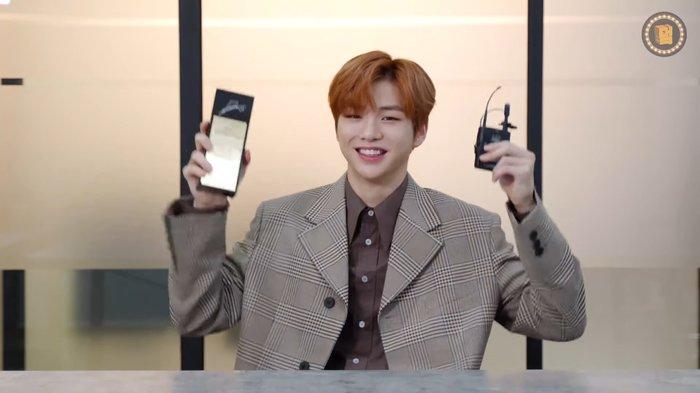Kang Daniel cũng rất vui khi nhận được thành tích mới.