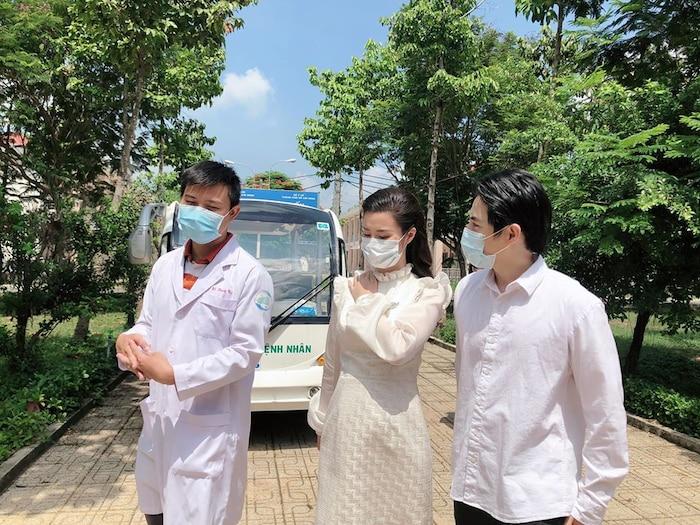 Đông Nhi 'vác bụng bầu' cùng Ông Cao Thắng đến thăm bệnh viện dã chiến Củ Chi: Cặp đôi 'điểm mười' chưa bao giờ khiến fan thất vọng! 0