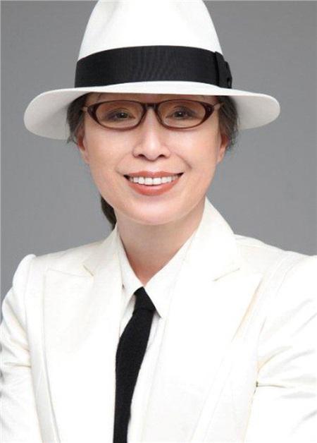 Yukuko Tanaka năm nay đã hơn 60 tuổi, nhưng bà vẫn giữ được làn da căng bóng, hồng hào tự nhiên chỉ bằng cách massage tại nhà.
