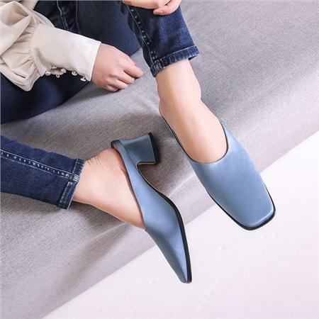 4 mẫu giày tưởng 'lùn' mà lại vẫn hack dáng tôn chân, hội chị em không sắm ngay thì quá phí 8
