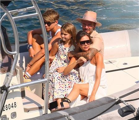 Vợ chồng Victoria - David Beckham công khai khóa môi ngọt ngào trước tin 'đường ai nấy đi' 5