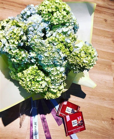 Hậu Valentine, Linh Chi và Lý Phương Châu lại thành tâm điểm khi một người khoe quà xa xỉ, một người chỉ có hoa và sô cô la 2