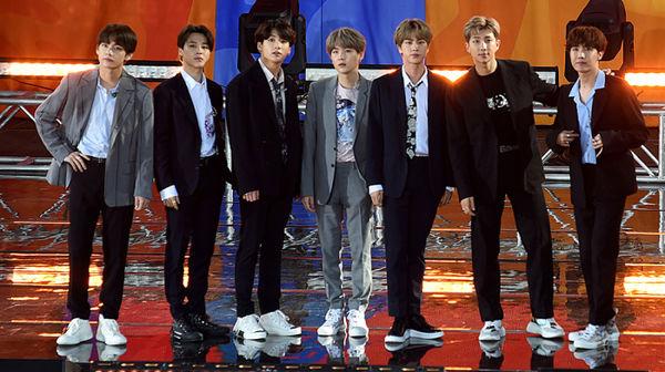 Với những thành tích làm được cả trong và ngoài nước, BTS xứng đáng ngôi vương hơn ai hết.