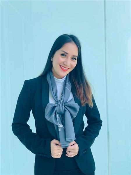 Khánh Thi - Phan Hiển sang Nga để thi đấu một giải đấu quốc tế về dancesport. Cô nằm trong thành viên BGK.