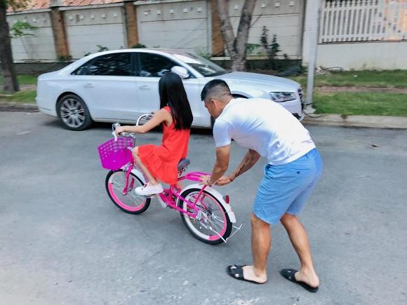 Thủy Tiên suýt sặc nước khi nghe câu nói ngây thơ của con gái với người giúp việc mới 2