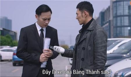 Tìm thấy chiếc điện thoại của Bàng Thành ở trong xe.