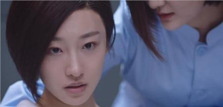 Cố Sơ bất ngờ gặp dì Vân - mẹ của Tạ Gia Nhuận và biết được Tạ Gia Nhuận hiện tại đang sống ở bệnh viện tâm thần.