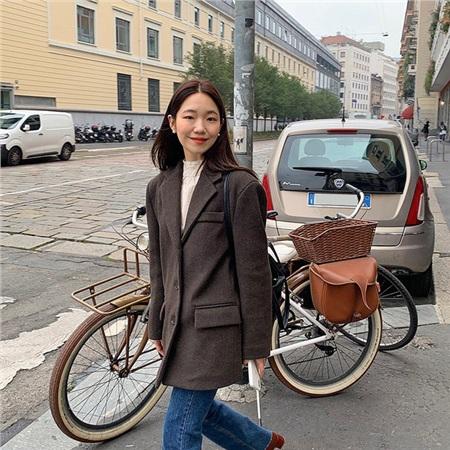 Học ngay 12 set đồ của các quý cô Châu Á để thêm ý tưởng diện đồ cho những ngày mưa lạnh 0