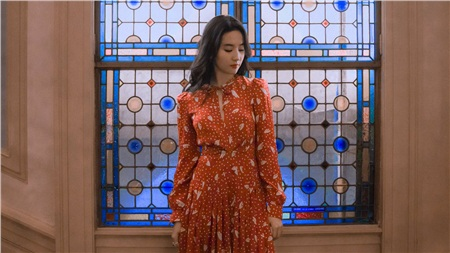 Cùng 1 mẫu váy: Lưu Diệc Phi đẹp như nữ nhân Hoàng gia, Công nương Kate sửa váy tinh tế để tránh sexy 2
