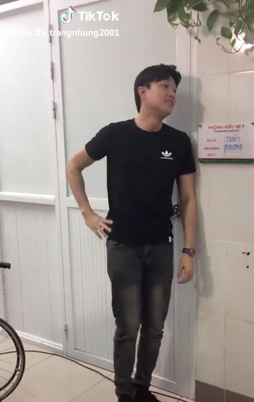'Về nhà đi con': Tiếp tục lộ clip hậu trường Vũ vui vẻ chăm sóc Thư đẻ trong bệnh viện 1