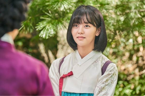 Sửng sốt trước tạo hình kỹ nữ của Kim So Hyun trong phim hài lãng mạn 'Sử ký Nok Do' 4