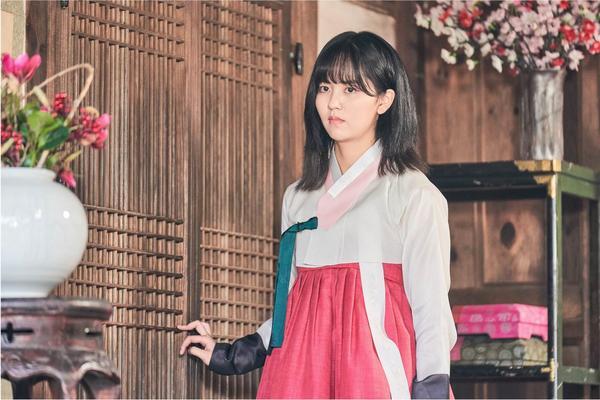 Sửng sốt trước tạo hình kỹ nữ của Kim So Hyun trong phim hài lãng mạn 'Sử ký Nok Do' 3