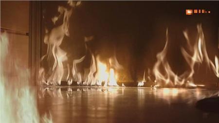 Khiến nhà của cô bốc cháy dữ dội.