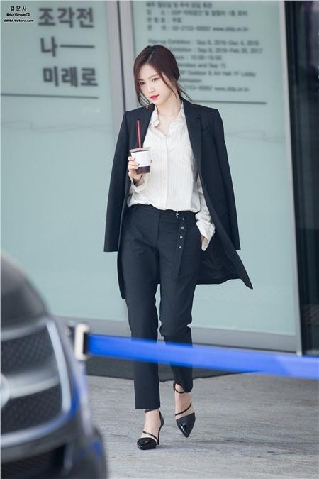 'Siêu năng lực' của idol Hàn: Biến mọi bộ cánh tầm thường trở thành sang xịn khiến ai cũng muốn bắt chước theo 4