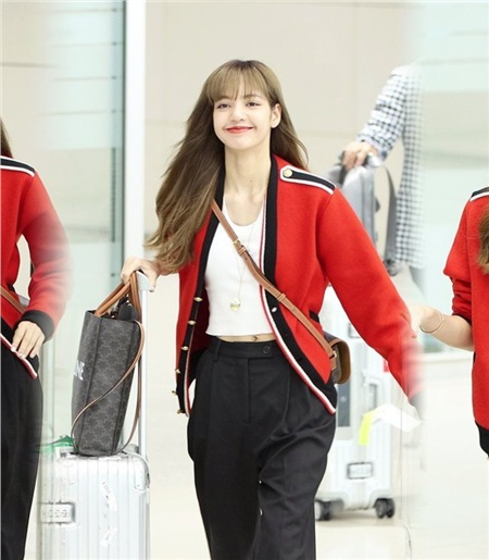 'Siêu năng lực' của idol Hàn: Biến mọi bộ cánh tầm thường trở thành sang xịn khiến ai cũng muốn bắt chước theo 11
