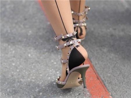 Giày cao gót của phái đẹp đã thay đổi thế nào suốt 100 năm qua 35