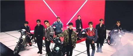 Nhóm EXO cuối năm 2018.