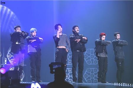 6 thành viên nhóm EXO hiện tại.