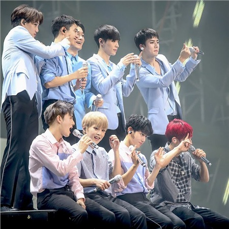 Sân khấu đủ thành viên EXO chưa bao giờ ngưng là điều mong ước của EXO-L.