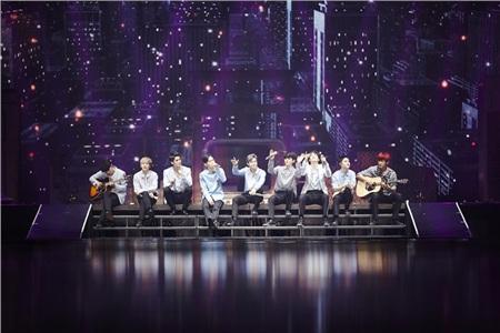 Phải mất một khoảng thời gian dài để người hâm mộ có thể nhìn thấy sân khấu đủ thành viên EXO.
