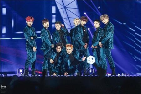 Nhóm EXO đầy đủ thành viên.