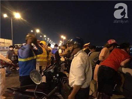 Đã tìm thấy thi thể nạn nhân trong vụ container tông một loạt xe máy từ cầu Thanh Trì rơi xuống sông Hồng 1