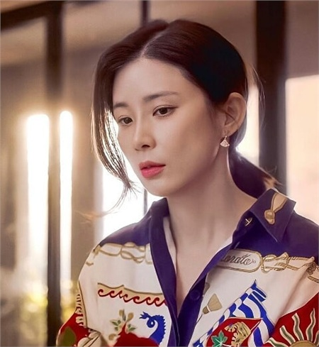 Lee Bo Young (Mine) có 3 cách buộc tóc 'dễ như ăn bánh', nhưng sang chảnh đúng chuẩn người giới thượng lưu 2
