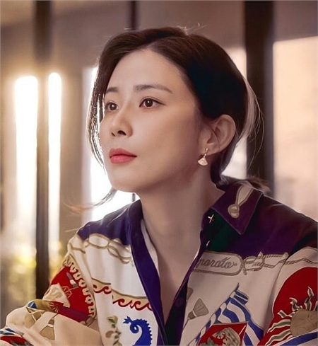 Lee Bo Young (Mine) có 3 cách buộc tóc 'dễ như ăn bánh', nhưng sang chảnh đúng chuẩn người giới thượng lưu 3