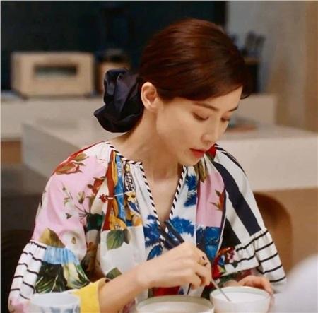 Lee Bo Young (Mine) có 3 cách buộc tóc 'dễ như ăn bánh', nhưng sang chảnh đúng chuẩn người giới thượng lưu 6