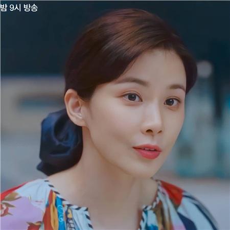 Lee Bo Young (Mine) có 3 cách buộc tóc 'dễ như ăn bánh', nhưng sang chảnh đúng chuẩn người giới thượng lưu 4
