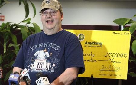 Vừa bị vợ bỏ vì thất nghiệp, người đàn ông này ngay lập tức trúng số 273 triệu USD 0