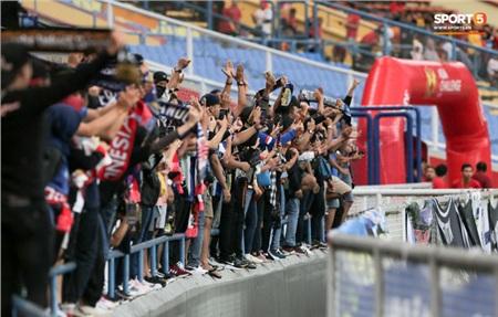 Gần 500 CĐV Indonesia đã có mặt tại Shah Alam để cổ vũ cho đội bóng áo xanh.