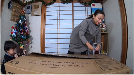 Quỳnh Trần và Sa là vlog vào dịp Giáng sinh thì không thể thiếu cây thông Noel được rồi.