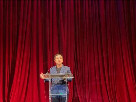 Chí Trung luôn canh cánh nỗi lo đời sống cơm áo gạo tiền cho các anh em trong Nhà hát