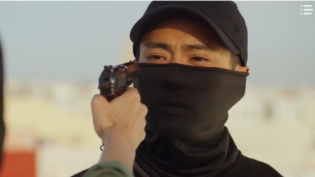 'Vagabond' tập 3: 'Nín thở' xem Lee Seung Gi và Suzy đọ súng với khủng bố, ai ngờ bạn thân lại có ngày lật mặt thế này 21