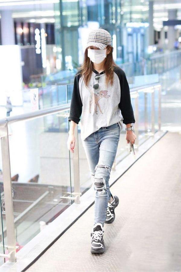 Xa Thi Mạn & Triệu Vy biến sân bay thành sàn catwalk cực xịn xò 7