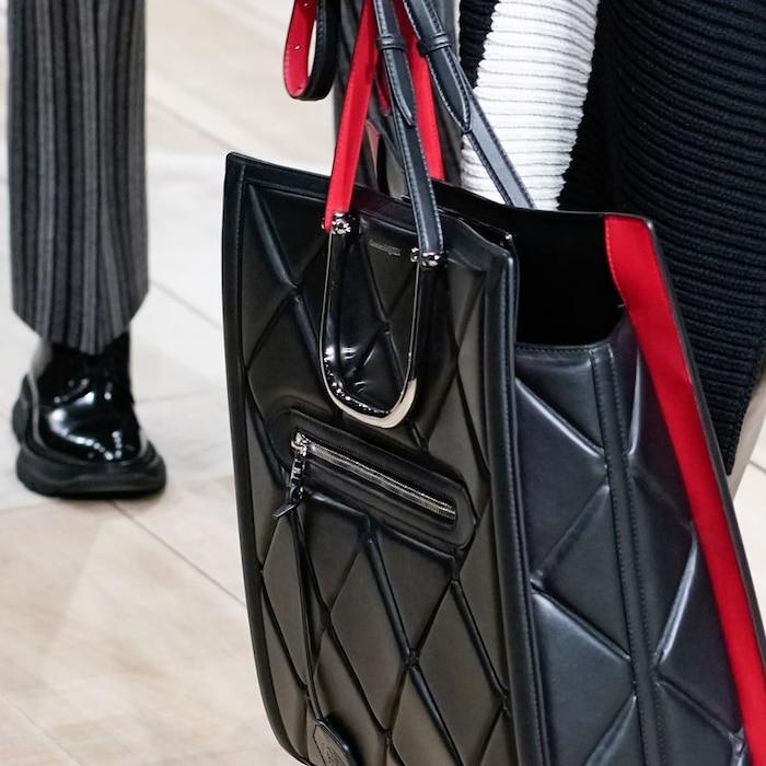 7 xu hướng túi xách 'cực phẩm' không thể bỏ qua trong hè 2020 0