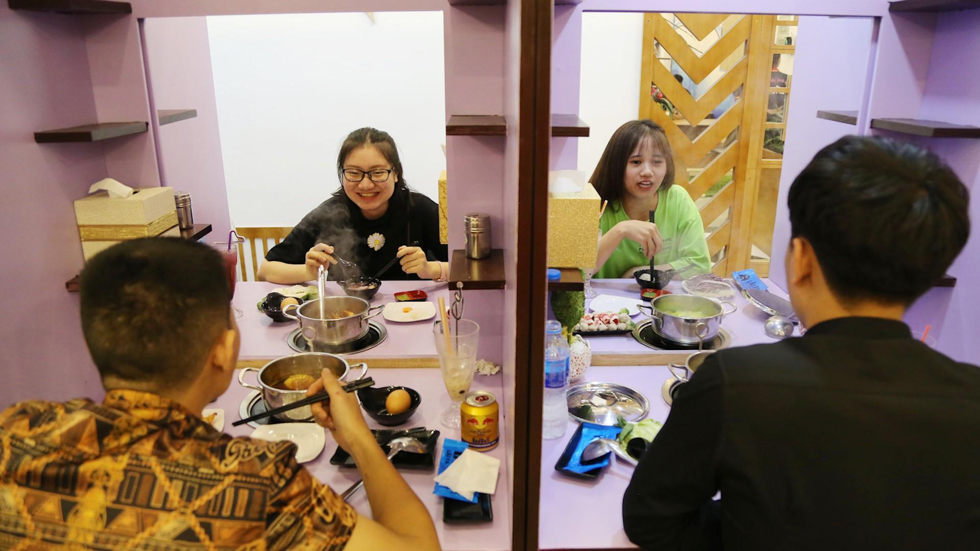 Độc đáo quán 'lẩu thoát ế' ở Sài Gòn