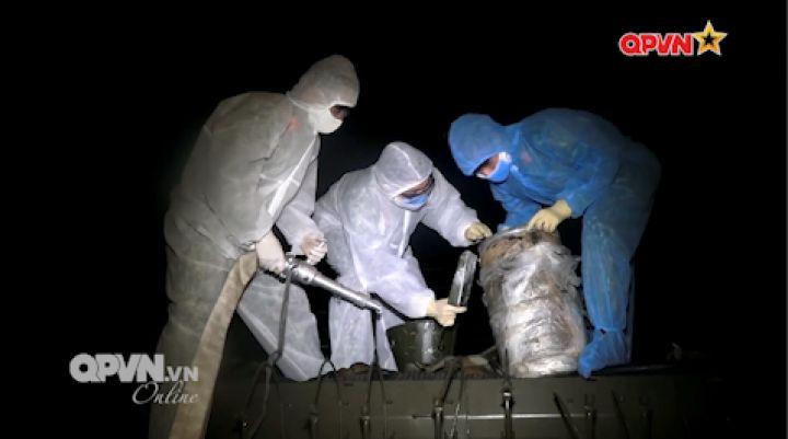 Bộ Tư lệnh Thủ đô Hà Nội phun khử trùng toàn bộ thôn Hạ Lôi