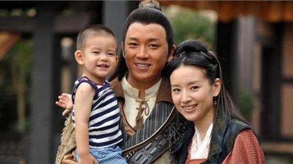 Đổng Khiết gây tranh cãi khi nhiều năm không cho con trai gặp bố