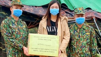 Hoa hậu Lương Thùy Linh đến thăm và động viên các chiến sĩ chống dịch tại cửa khẩu