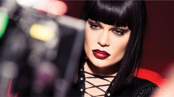 Jessie J đối mặt với việc mất giọng vì bệnh tật