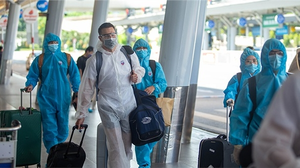 Loạt ảnh dàn cầu thủ 8 CLB VBA trên chuyến bay riêng 'hành quân' đến Nha Trang sẵn sàng cho mùa giải mới