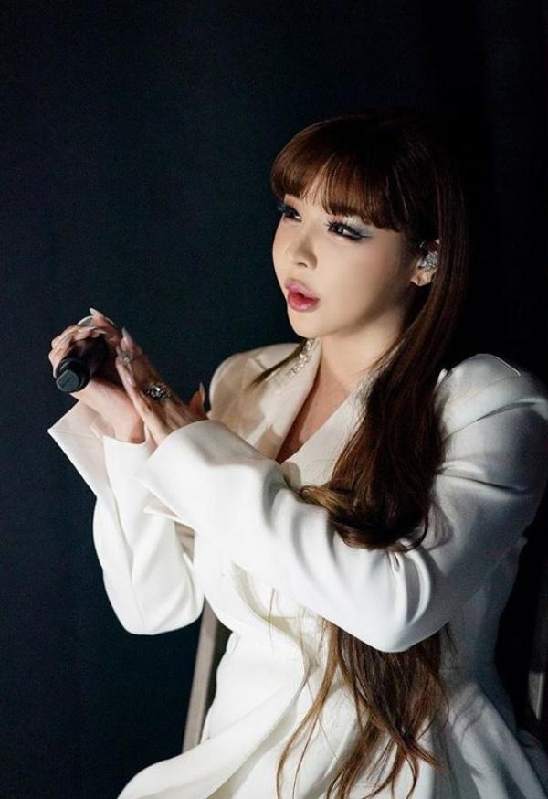 Bị đánh giá tệ hơn cả đàn em thua 10 năm tuổi nghề, Park Bom muốn từ bỏ làm ca sĩ 2
