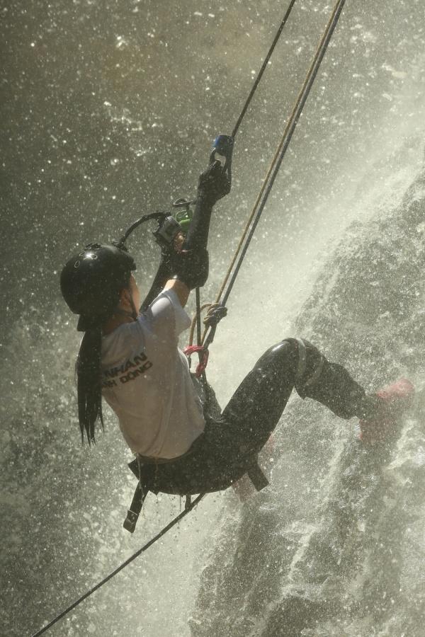 Ngọc Thanh Tâm trượt ngã nguy hiểm khi vượt thác nước 7 tầng, Phương Anh Đào cãi nhau căng thẳng với Phương Oanh, Oxy 5
